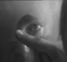Ein Auge im Spiegel