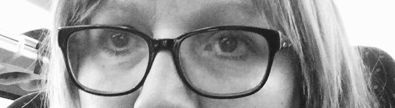 Schwarzweiß Foto von Augen mit Brille